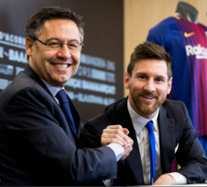 President Bartomeu & Lionel Messi during the player's contract extension in 2017